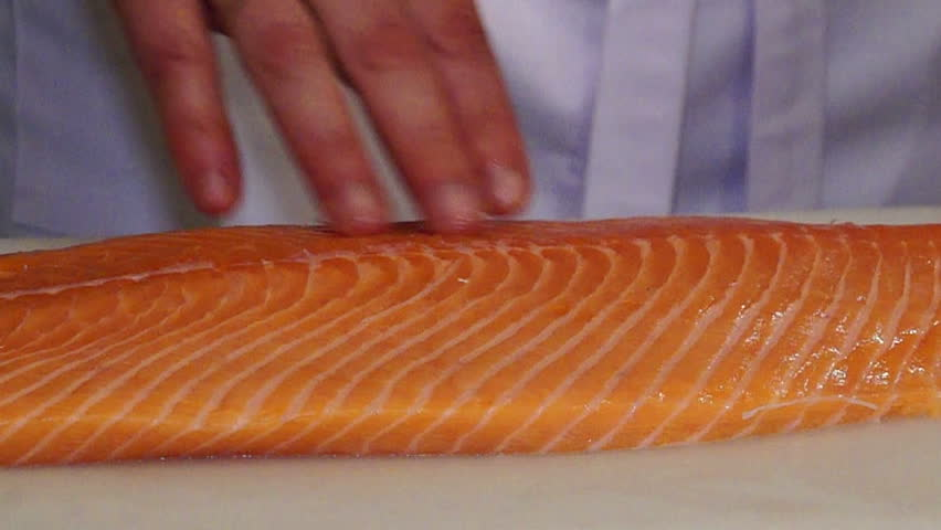 how to cut salmon for sushi