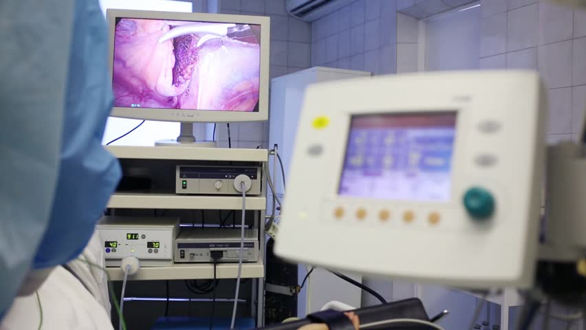 Display showing endoscopic surgery in abdominal organ and Display of lungmotor out of focus