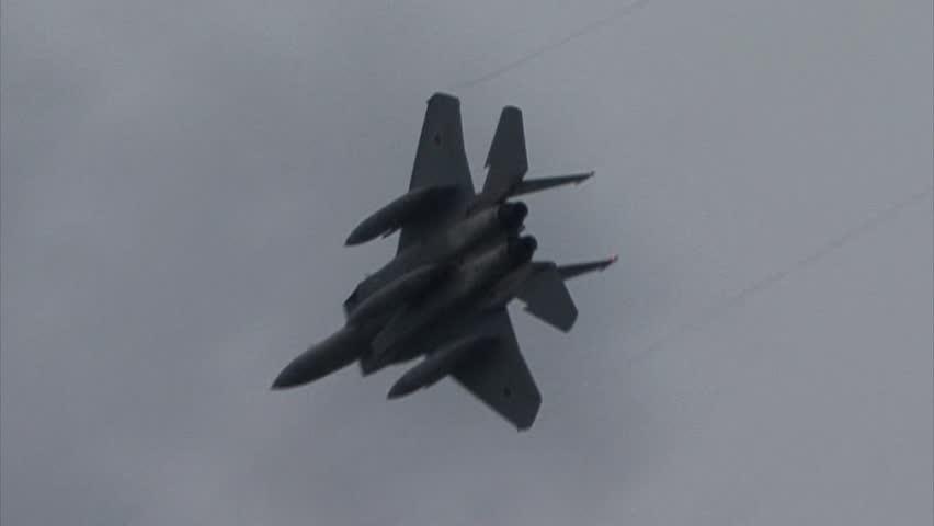 SHIZUOKA, JAPAN - MAY 20:  F-15J Eagle pass and turn as part of the Japan Air Self Defense Force base on May 20, 2012 in Shizuoka, Japan.