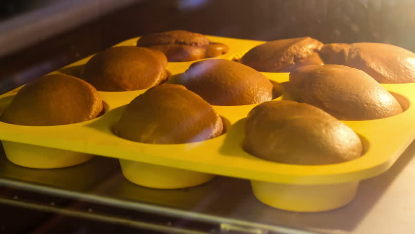Time lapse - Muffins baking in the oven