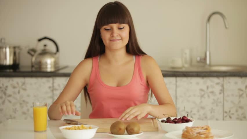 Eat Peel of Kiwi Table And Peeling Kiwi
