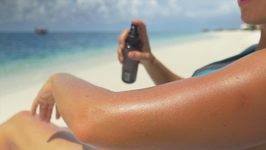 CLOSE UP: Applying sun screen